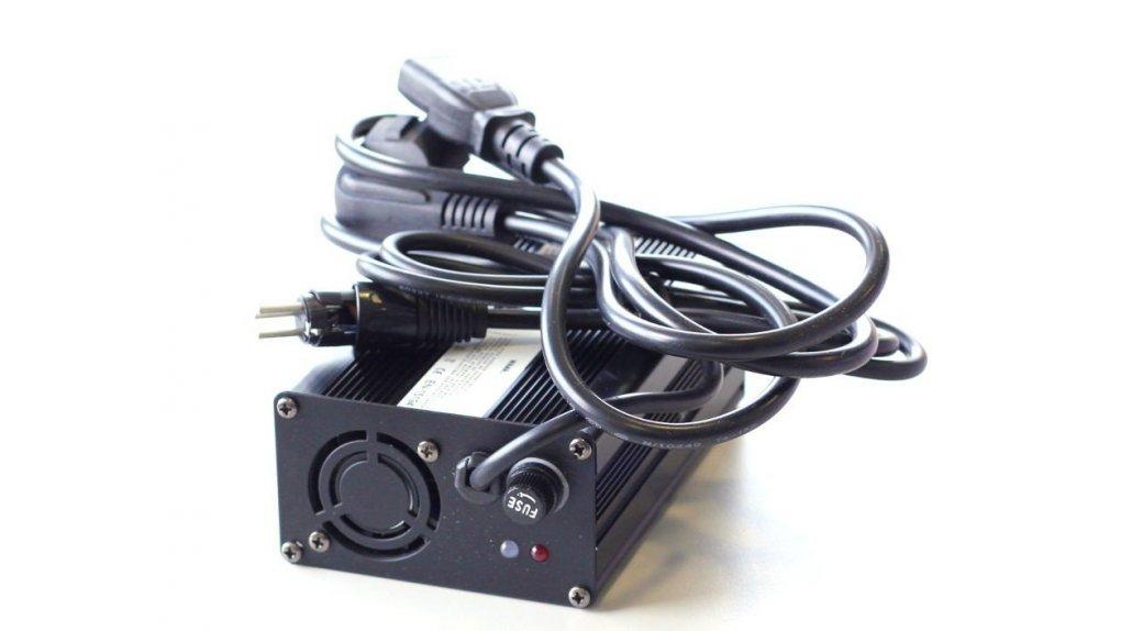 Chargeur 36 volts pour batterie sur rail 375 ou 522 Wh rail ou 320 Wh sac