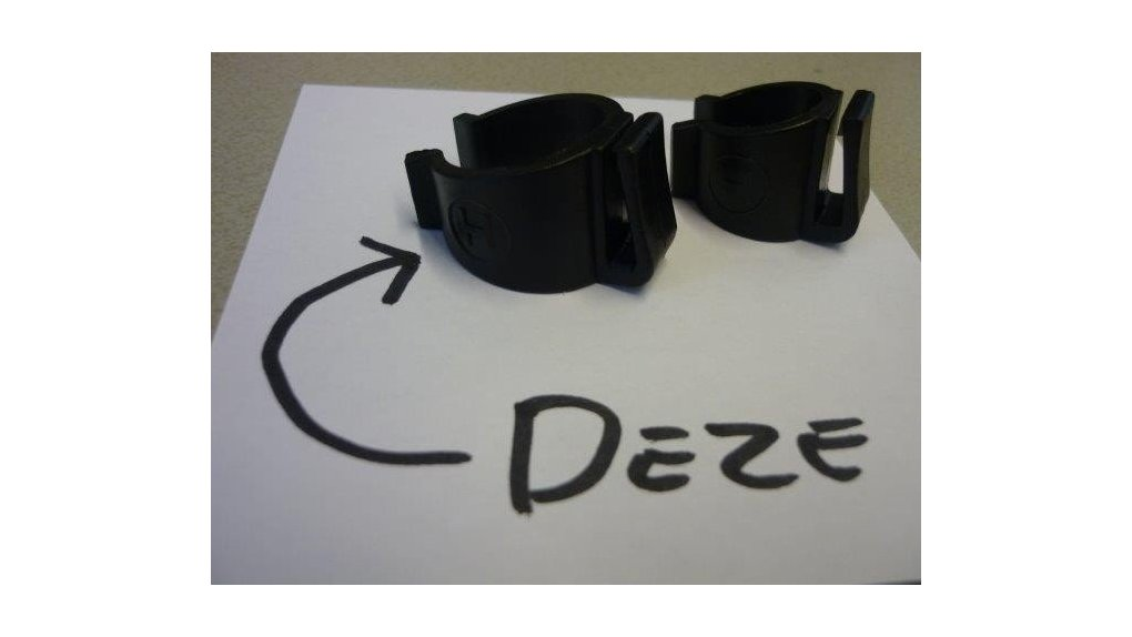 Clip fixation aux haubans des pare-jupes